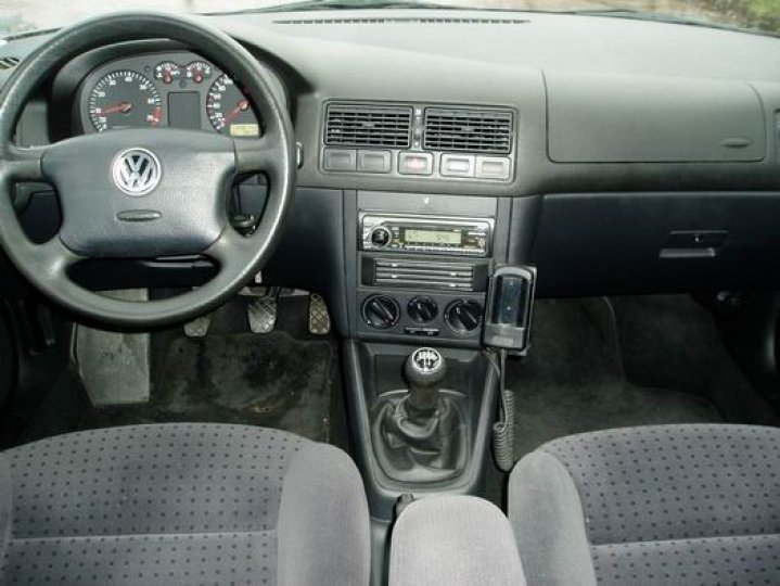 Volkswagen Golf 1.6- 16V - 4