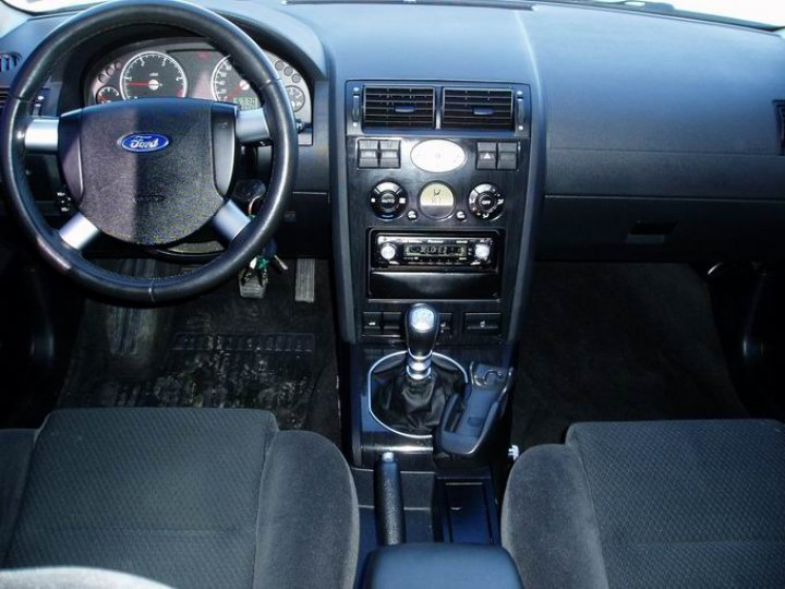 Ford Mondeo 2.0tdci-96kw -GHIA - 3