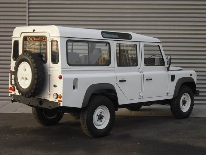 Land Rover Defender 110 wagon - 3
