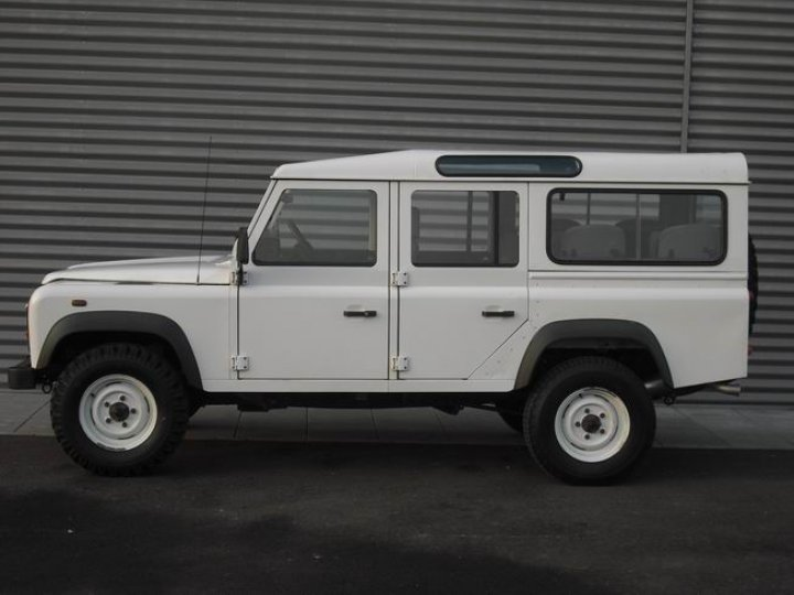Land Rover Defender 110 wagon - 2